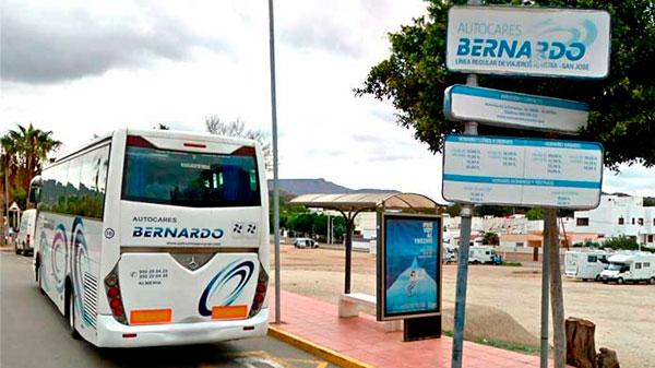 Servicio de autobuses a las Playas de Genoveses y Mónsul